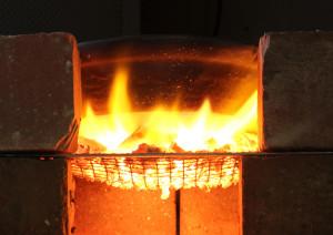 燃えてる鍋_b2
